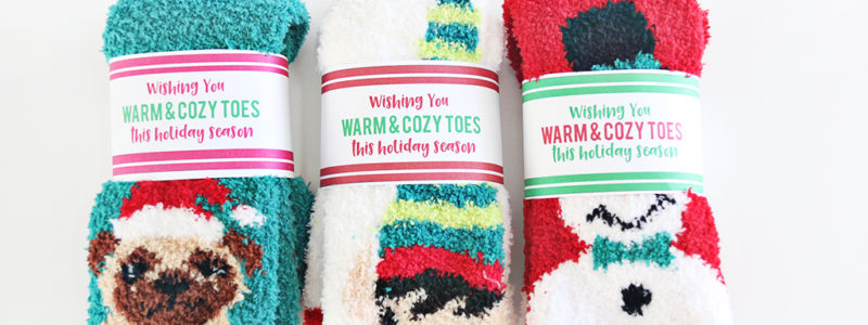 Everyone wants to have warm and cozy toes this time of year. Why not give the gift of soft socks with our FreeChristmas Socks Gift Tag Printable?