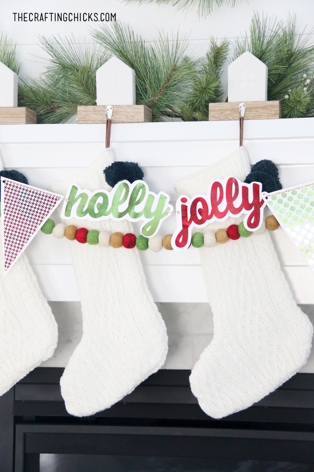 Create this easy Holiday Foil Banner for your Christmas Mantle! Use our free printable designs to create a banner with some glam!