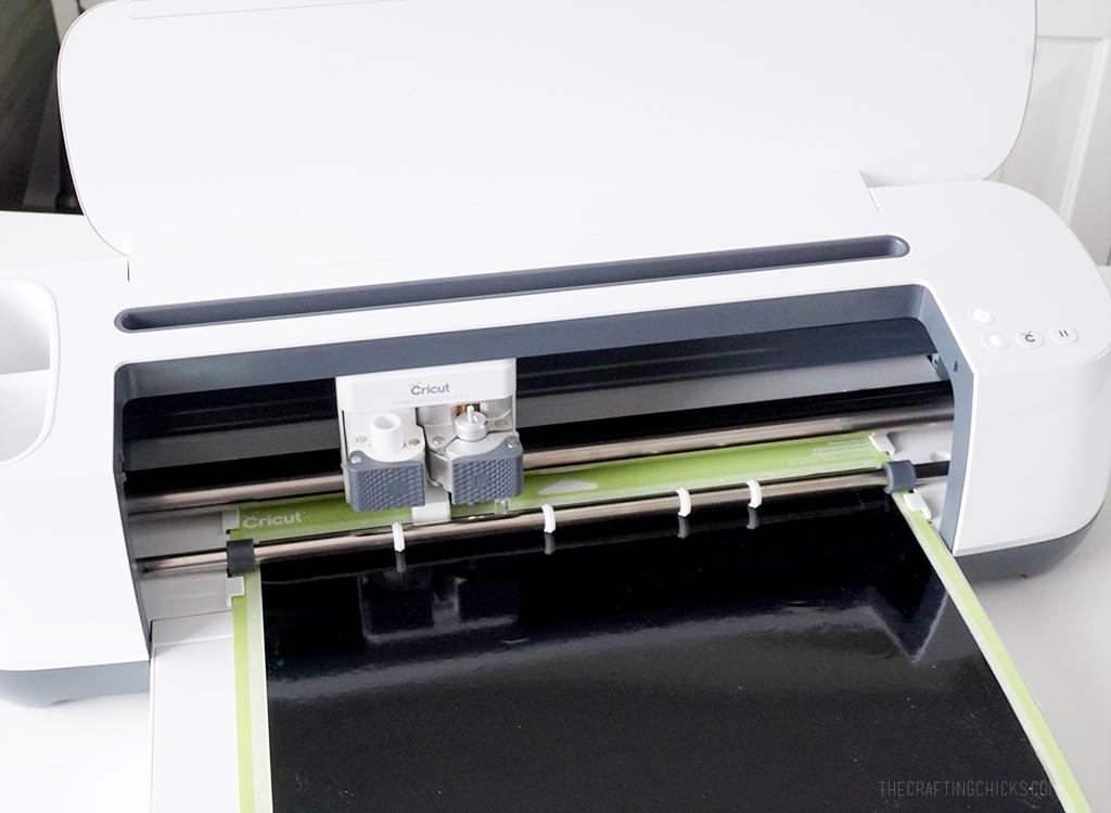 Cutting vinyl with Cricut Maker